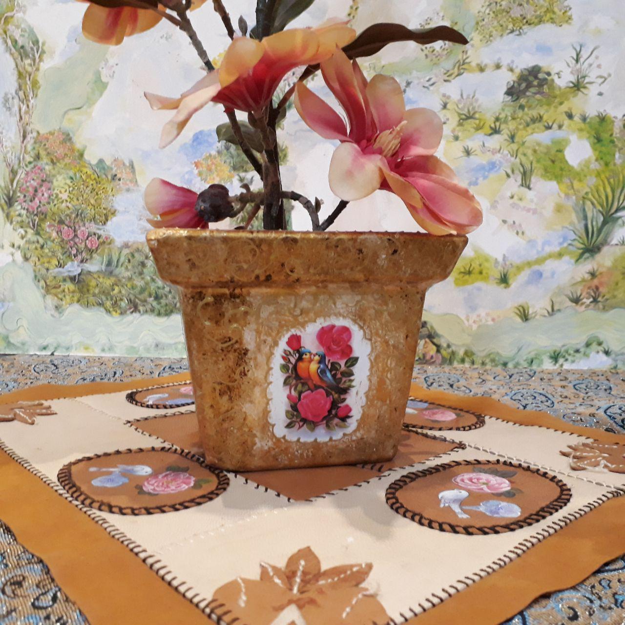 گلدان سفالی طلایی