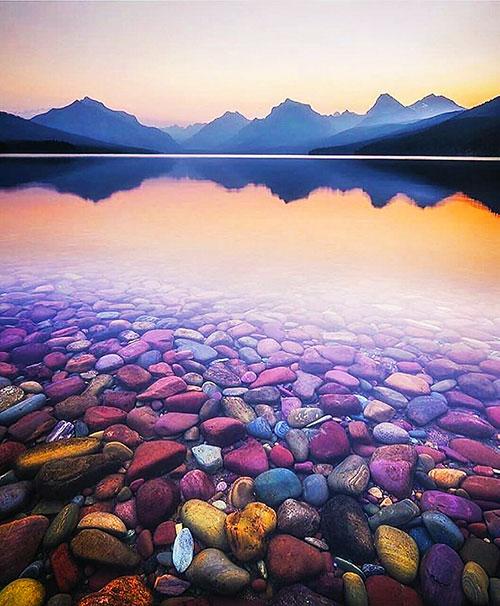 عکس های دریاچه ی مک دونالد – سنگ ریزه های زیبا