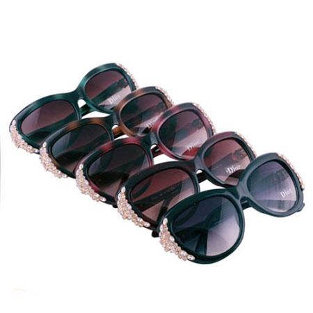 عینک آفتابی زنانه دیور نگین دار مدل 1666