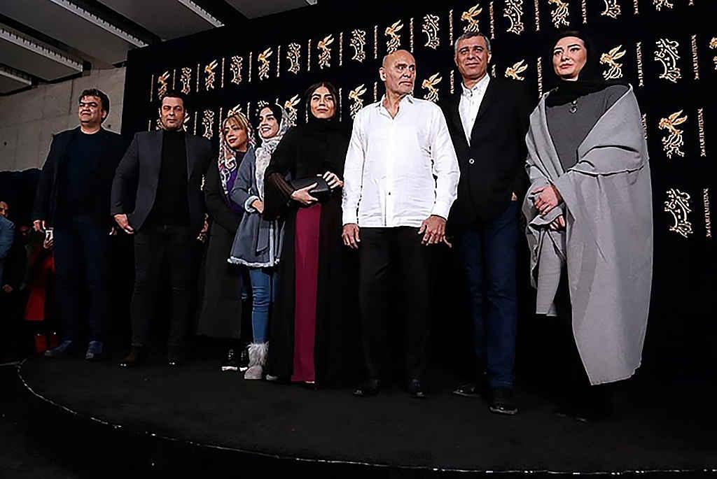 اصغر نعیمی کارگردان ، پژمان بازغی، آزاده زارعی، سام قریبیان، مینا وحید، الهه حصاری، جمشید هاشمپور