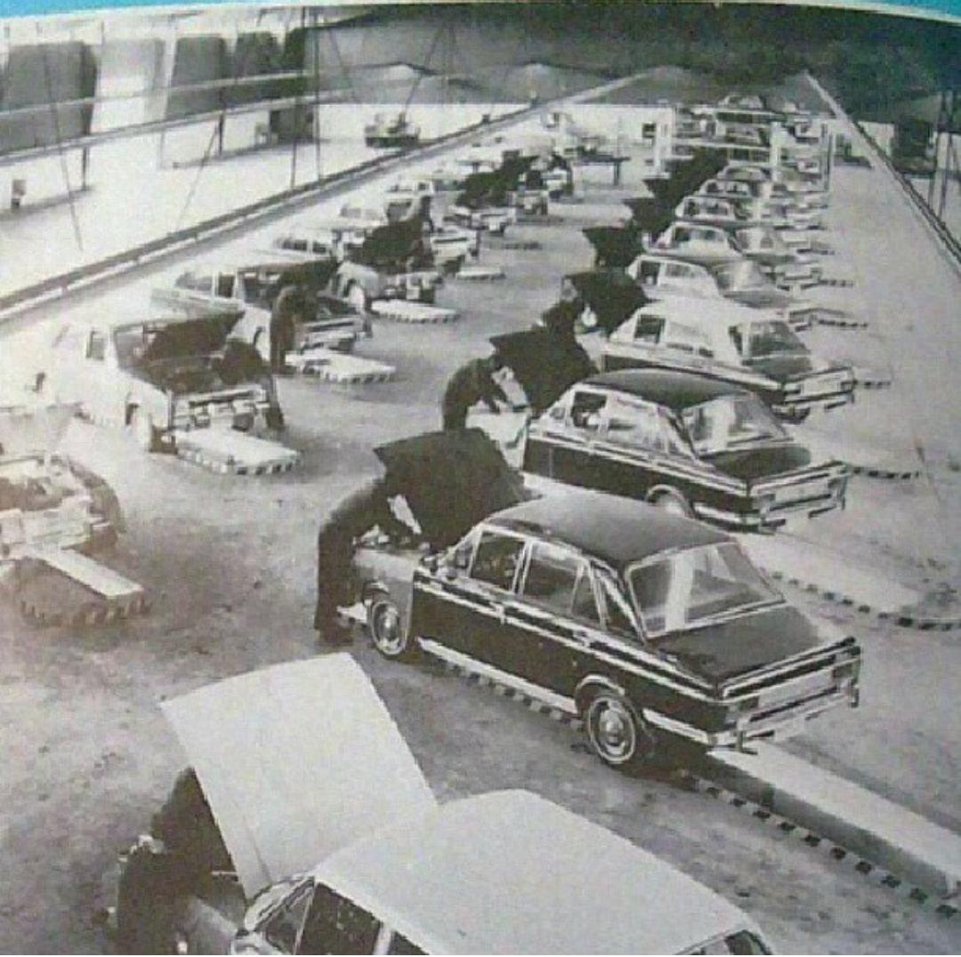 تعمیرگاه قدیمی پیکان عکس