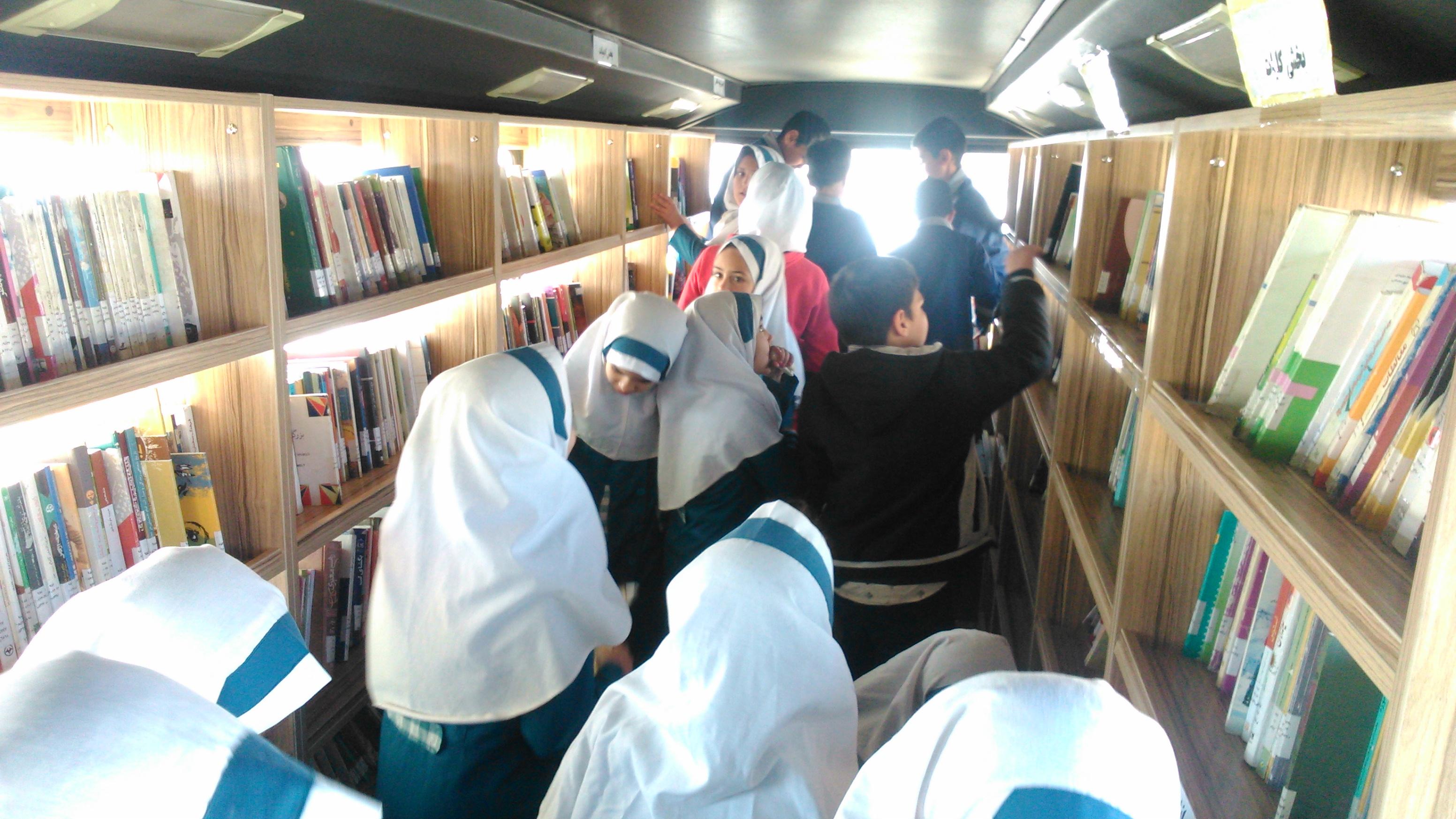 بازدید از کتابخانه ی سیار