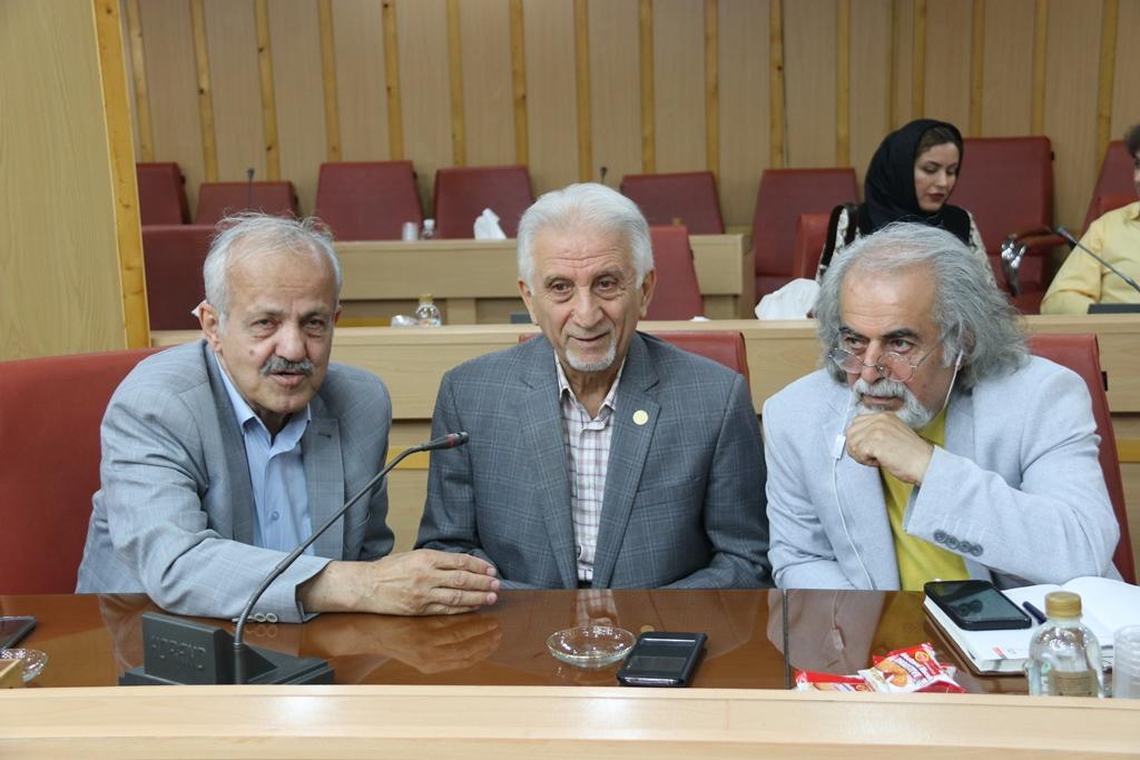 استاندار در دیدار با هنرمندان گیلانی مطرح کرد: مدیریت فضاهای فرهنگی و هنری دولتی به هنرمندان واگذار شود/دولتی شدن هنر منجر به آسیب این بخش میشود