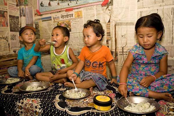 http://s8.picofile.com/file/8330095234/children_feeding.jpg