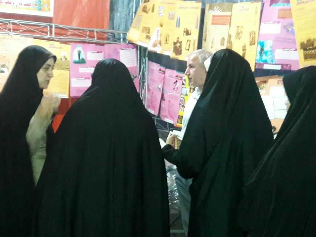 """گزارش تصویری حضور جبار کوچکی نژاد در نمایشگاه """"بادبادک آرزوها با موضوع عفاف و حجاب"""""""