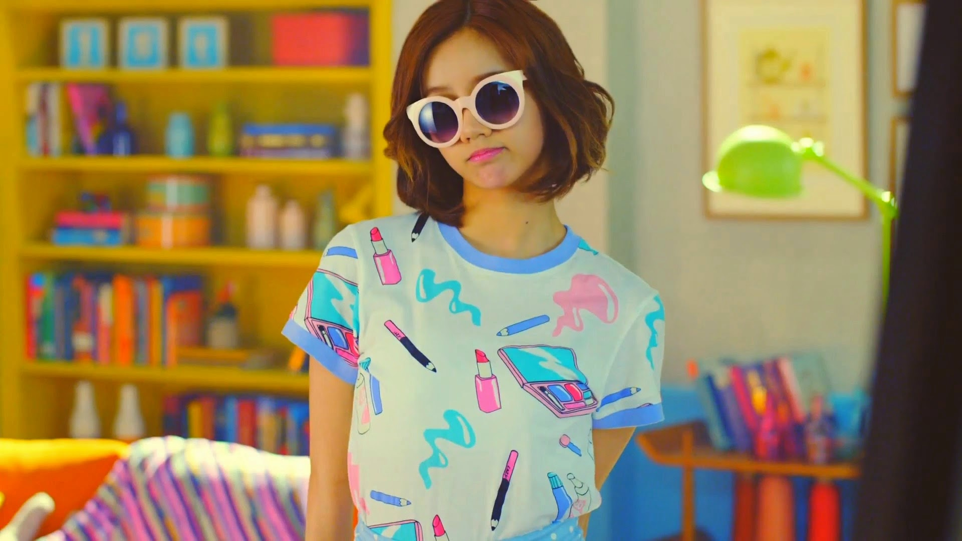http://s8.picofile.com/file/8331999892/Lee_Hyeri_full_42164.jpg