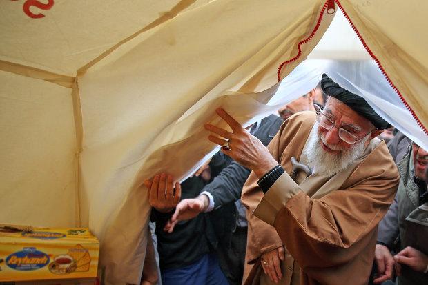 بازدید رهبر ایران از مناطق زلزله زده