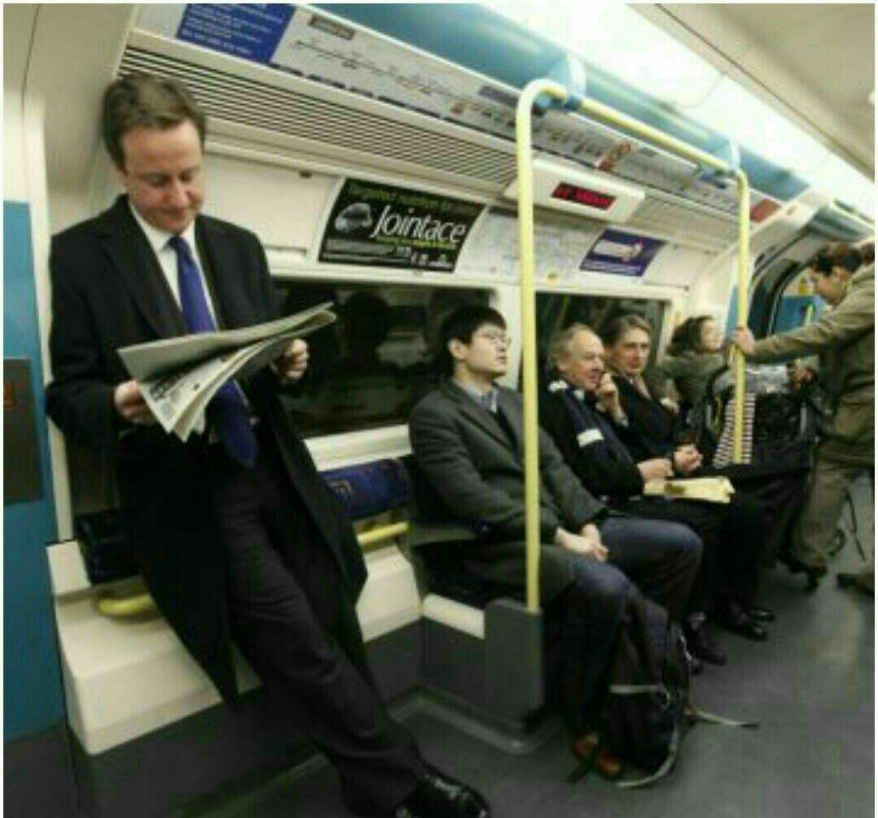 نخست وزیر در مترو