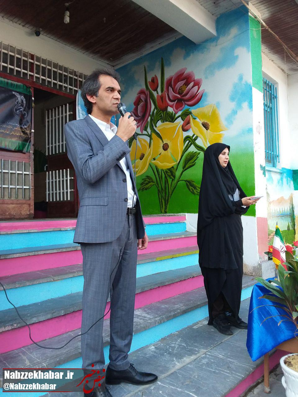 به مناسبت آغاز سال تحصیلی؛ نواختن زنگ مدرسه راه شهدای منطقه صف سر توسط مدیر منطقه ۴ شهرداری رشت