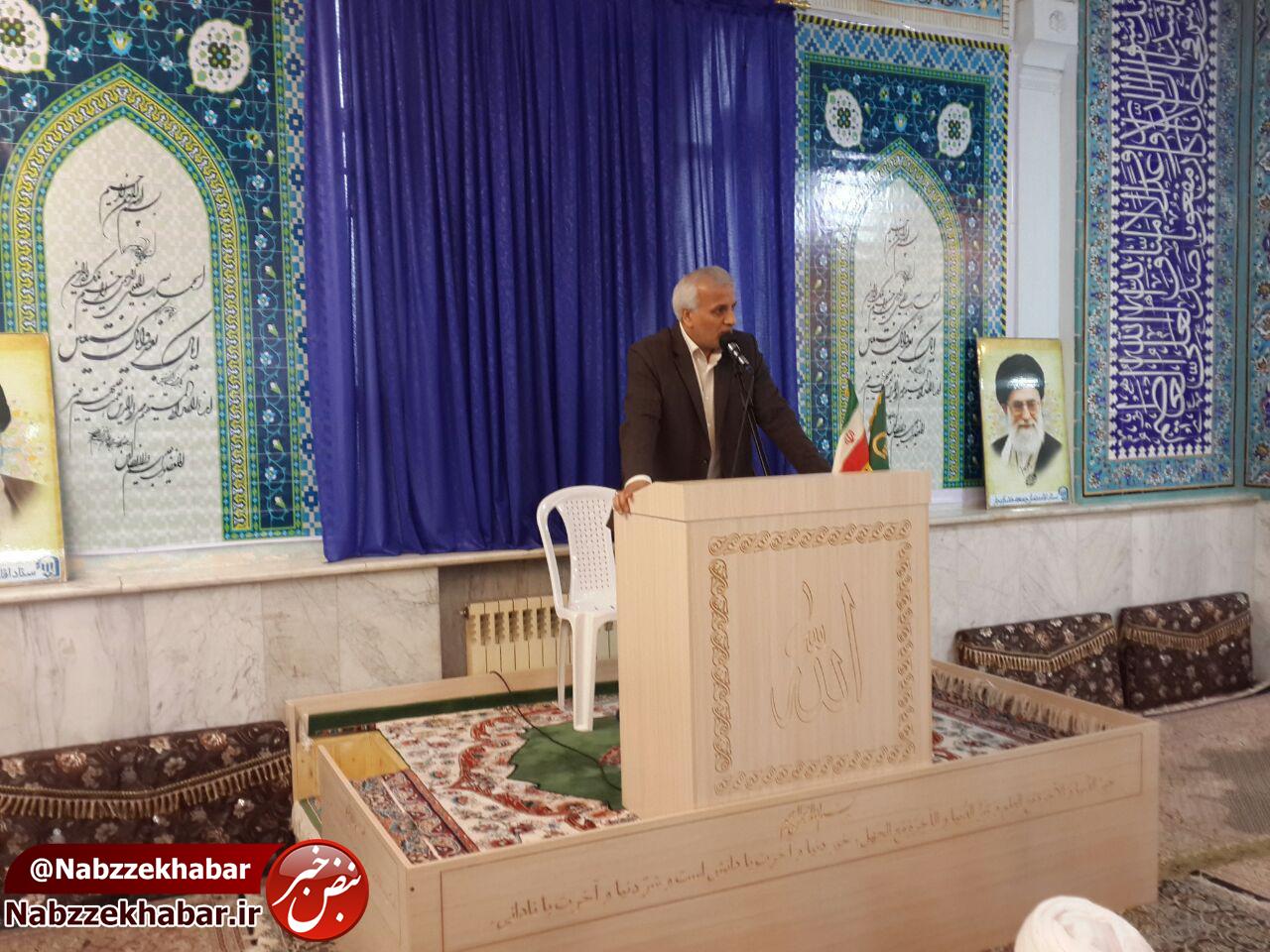 دکتر محمدصادق حسنی جوریابی در قسمتی از سخنرانی پیش از خطبه های نماز جمعه شهرخشکبیجار