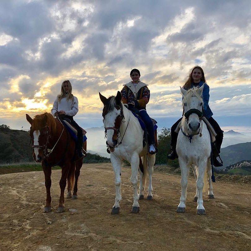 عکس هایی تازه از اسب سواری سلنا و چند تا عکس دیگر 1