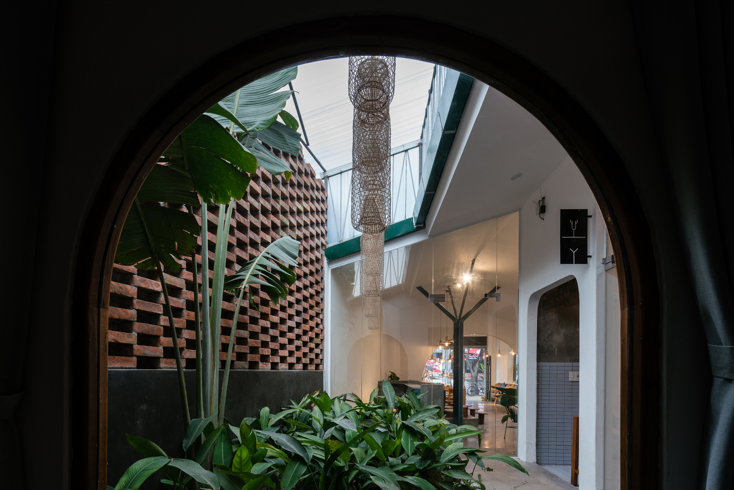 طراحی سالن زیبایی در همجواری ساختمان قدیمی