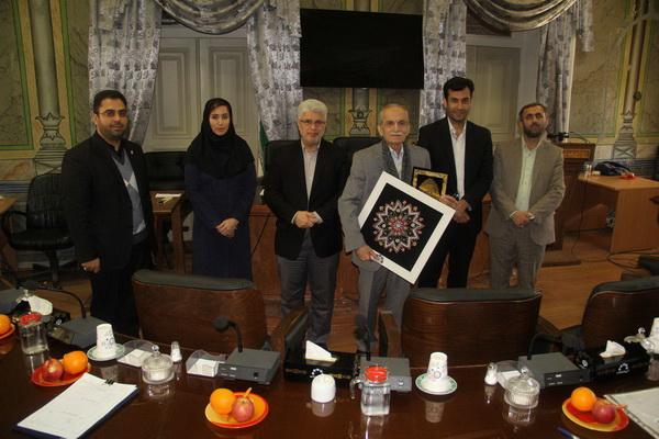 از سه فعال فرهنگی در کمیسیون فرهنگی اجتماعی شورای شهر رشت تجلیل شد