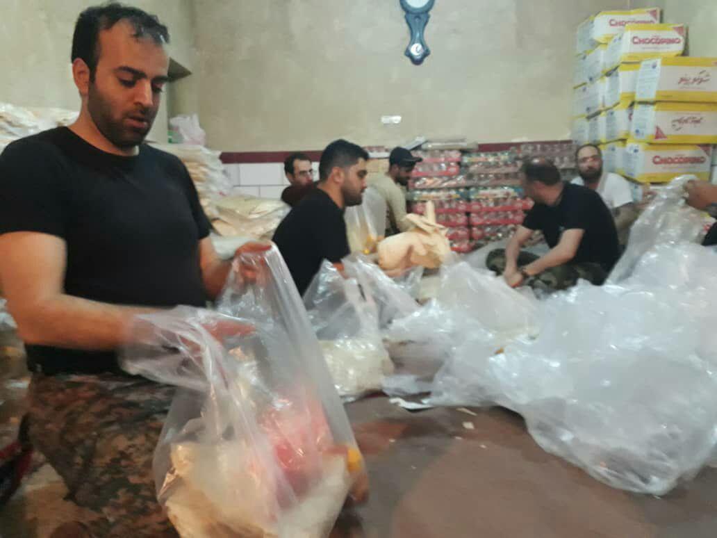 گزارش تصویری از کمک رسانی به سیل زدگان و دیدار با خانواده شهدا به همت امور ایثارگران شهرداری رشت و گروه جهادی موعود (عج)