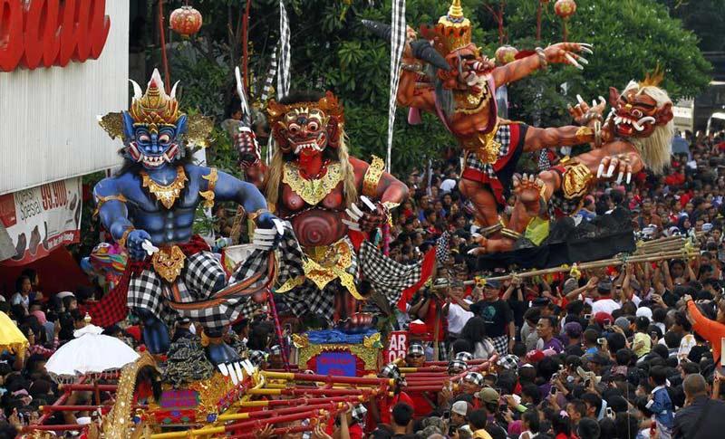 زمان سفر به بالی